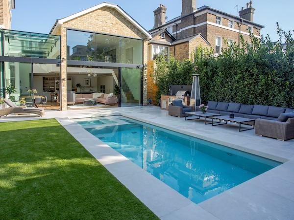 swimming pool tiling company london